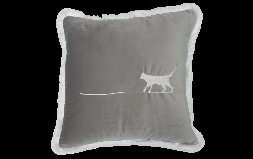 Aksamitna poduszka wlazł kotek na płotek